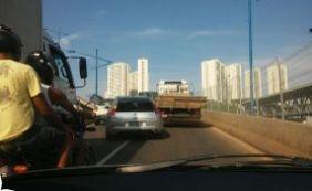 [Trânsito: caminhão quebrado complica tráfego na Via Expressa ]