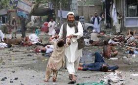 [Afeganistão: 13 pessoas morrem e 14 ficam feridas em atentado suícida]