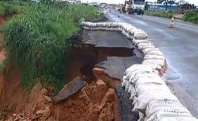 [Cratera aumenta na BA-020 após continuidade de chuva na região oeste da Bahia]