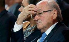 [Blatter foi banido do futebol, mas ainda assim recebe salários normalmente]