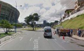 [Ambulância derrama óleo em pista no Dique do Tororó; confira o trânsito]