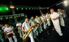 [Em manifestação na Barra, membros de orquestras cobram participação no Carnaval]
