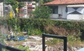 [Você Repórter: terreno abandonado preocupa moradores de Ondina]
