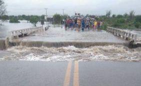 [Após forte chuva, enchente toma conta de Riachão de Jacuípe; veja vídeo]