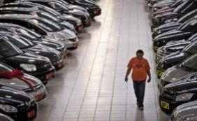 [Venda de carros cai 20% em comparação com o ano passado]
