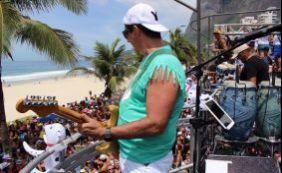 [Durval Lelys arrasta milhares de pessoas nas ruas do Rio neste domingo]