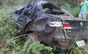 [Cinco pessoas ficam feridas após carro capotar na BR-242]