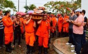 [Bombeiro que morreu durante resgate é sepultado em Feira de Santana]