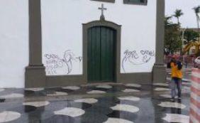 [Secretário lamenta pichação em igreja do Rio Vermelho: