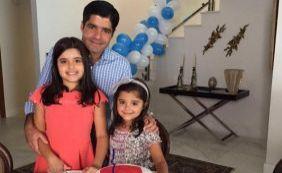 [Prefeito recebe surpresa de aniversário das filhas: