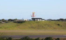 [Cachorro invade pista do aeroporto e atrasa voos em Salvador]