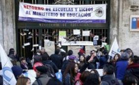 [Professores chilenos marcam protesto para o dia do jogo entre Brasil e Colômbia]