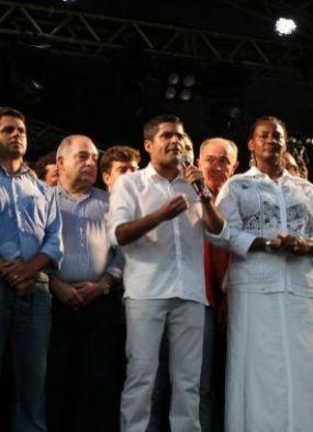 ACM Neto provoca petistas durante inauguração da orla do Rio Vermelho