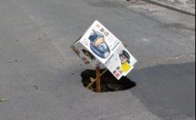 [Você Repórter: buraco atrapalha trânsito em rua no bairro do Costa Azul]