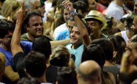 [Vídeo: Neto cai na folia e se diverte em meio a multidão no Furdunço em Salvador]