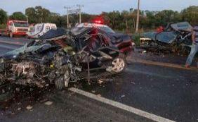 [Quatro pessoas morrem após acidente na BR-242]