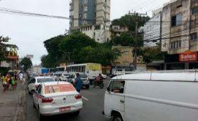 [Motoristas ainda enfrentam lentidão no Rio Vermelho; confira o trânsito]