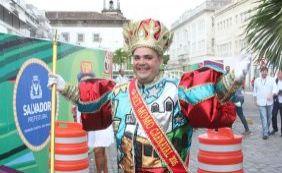 [Novo Rei Momo envia mensagem aos foliões na abertura do carnaval]