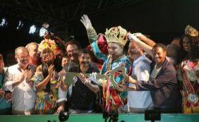 [Rei Momo recebe chave da cidade e abre Carnaval de Salvador]