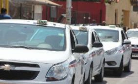 [Prefeitura apreende três táxis irregulares no primeiro dia de Carnaval]