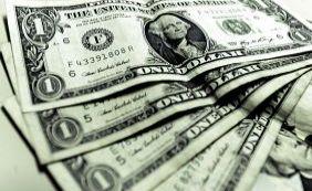 [Dólar fecha no menor valor do ano e se mantém abaixo de R$ 4]