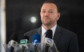 [Ministro diz que existe a possibilidade da zika ser transmitida pela saliva]