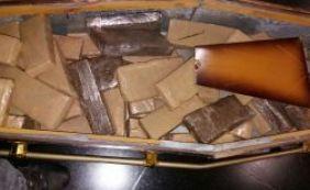 [Polícia apreende mais de 100 kg de maconha escondida em caixão em Feira]