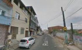 [Jovem de 24 anos é baleado por vizinho durante briga por aluguel na Boca do Rio]