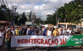 [Moradores voltam a travar trânsito em protesto contra invasão de sem-tetos]