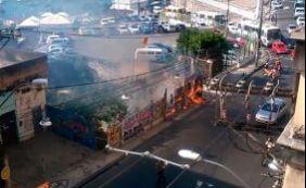 [Vegetação de terreno pega fogo na Rua Carlos Gomes nesta sexta-feira]
