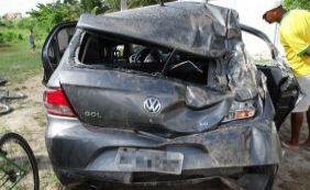[Acidente de carro na BR-116 causa morte de jovem em Feira de Santana]