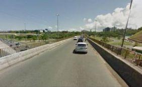 [Carro capota no viaduto Canô Veloso e motorista morre em Pituaçu]