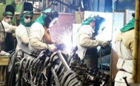 [Emprego na indústria tem queda histórica de 6,2% em 2015]