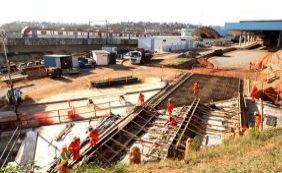 [Funcionários da construção pesada paralisam atividades por reajuste salarial ]