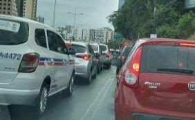 [Carreta quebrada complica tráfego no centro da cidade; confira o trânsito]
