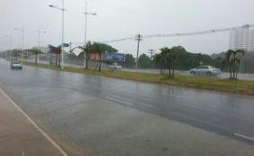 [Chuva causa pontos de alagamento em Salvador e Lauro de Freitas]