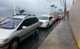 [Motoristas fazem fila por gasolina a R$ 3,49 em posto de Amaralina]