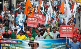 [Protesto de funcionários da construção pesada complica trânsito no Centro]