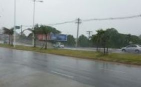 [Chuva forte derruba poste em Stella Maris; trânsito é complicado]