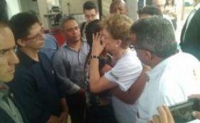 [Dilma encontra família de menina morta em Petrolina e promete investigação]