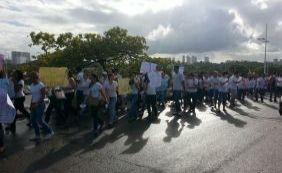 [Estudantes do curso de Medicina da Uneb realizam protesto na Avenida Paralela]