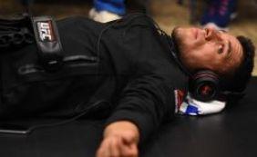 [Com fratura no pé, Rafael dos Anjos não enfrenta McGregor pelo UFC ]