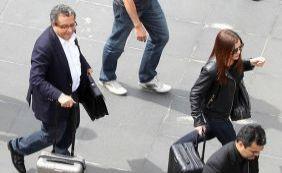 [João Santana e esposa chegam escoltados pela polícia em Curitiba]
