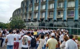 [Professores e estudantes da área de saúde da Uneb fazem novo protesto no CAB]