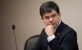 [Randolfe adianta que será a favor de PEC que reduz parlamentares no Congresso]