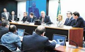 [Cunha prolonga votações no plenário e força Conselho a suspender sessão]
