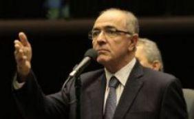 """[""""Brasil tem deputados e senadores demais"""", diz Aleluia]"""