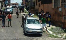 [Jovem é executado a tiros ao lado de colégio em Itacaranha]