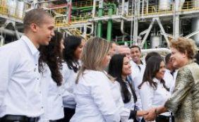 [Ao lado do ministro Levy, Dilma chega à Camaçari para inauguração da Basf]