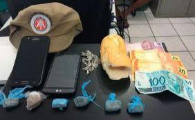 [PM prende grupo que vendia drogas dentro de pães em Mucuri]